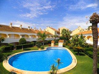 Casa adosada para 4 personas en urbanización con piscina