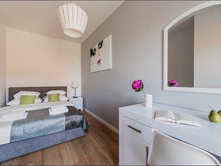2 BR Apartment Solec 11