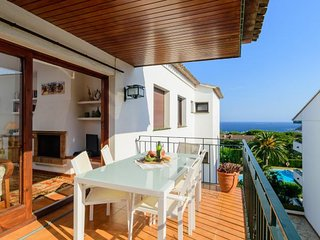 3 bedroom Apartment with Pool and Walk to Beach & Shops - 5416295