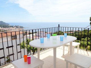 Calella de Palafrugell Apartment Sleeps 6 with Pool - 5425175
