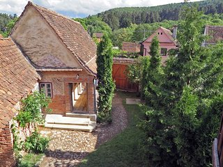 • Casa Lopo • farmhouse rental in a Carpathian village