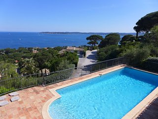 3 bedroom Villa in Sainte-Maxime, Provence-Alpes-Côte d'Azur, France : ref 55849