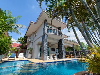 Pattaya Holiday Home 5 bedroom with private pool