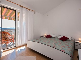 Apartments Maretic - Comfort One Bedroom Apartment with Balcony and Sea View