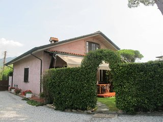 2 bedroom Villa in Capanne-Prato-Cinquale, Tuscany, Italy : ref 5447683