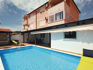 3 bedroom Apartment in Medulin, Istria, Croatia : ref 5564571