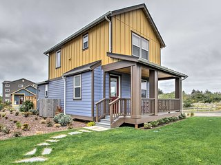 NEW! Ocean Shores Home w/Hot Tub - Walk to Beach!