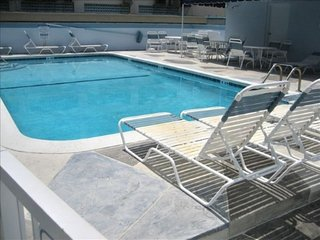 Beachside Condo 3/2 for12 1/2 block to Beach &Pool