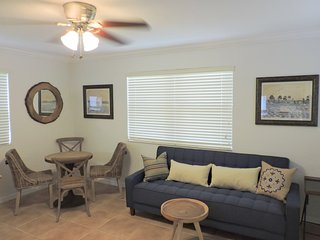 PIRATE'S COVE 1/1 FOR 4 GUESTS NEAR AIRPORT, BEACH