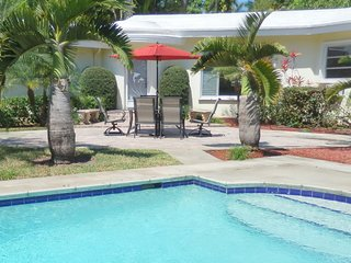 Stately Van Buren 3/2.5 for10 Guests Heated Pool