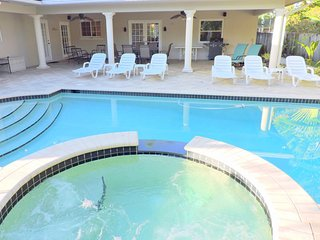 Casa Serena 5/3 for14 Guests Heated Pool & Jacuzzi