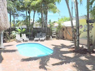 Tiki Getaway 3/2 for 8 Heated Pool, Tiki Hut, Bar