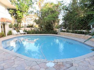 Private Beach 5/5 for 14 Heated Pool
