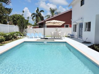 Blue Lagoon Spacious 4/2.5 for 12 Heated Pool