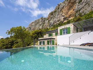 3 bedroom Villa in Kotisina, Splitsko-Dalmatinska Zupanija, Croatia : ref 558074
