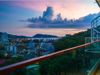 Patong great condo for 4 people, open view, shuttle, pool and gym ET703
