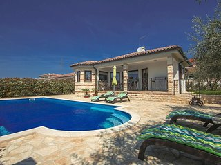 2 bedroom Villa in Buje, Istarska Zupanija, Croatia : ref 5426542