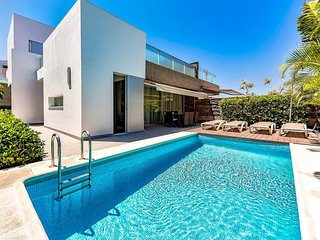 Beautiful villa in Habitats complex