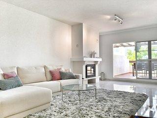San Pedro Beachfront, Las Adelfas Luxury 2 bed