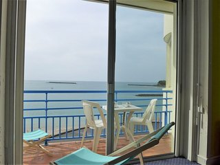 1 bedroom Apartment with WiFi and Walk to Beach & Shops - 5699992