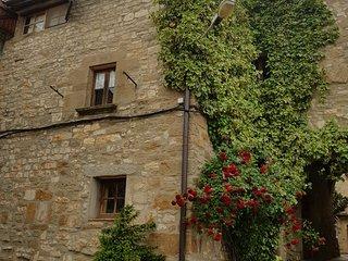 Alojamiento rural, en un pueblo medieval de la comarca de la Segarra.