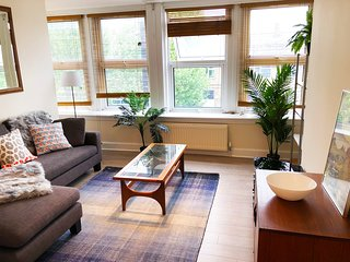 Comfortable two bed - bright, spacious & near tube