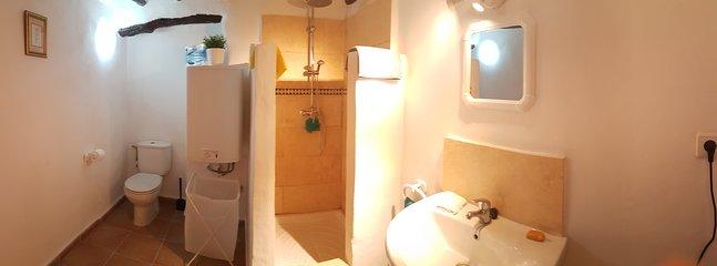 Olive Tree Cottage - Bathroom