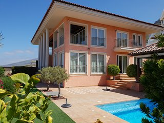Villa Strelitzia with private heated pool, counter current, sea view, wifi
