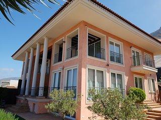 Villa Strelitzia with private heated pool, counter current, sea view, wifi