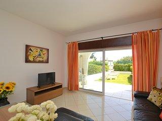 Apartamento T1, Piso 0, com jardim, barbecue e piscina, local tranquilo!