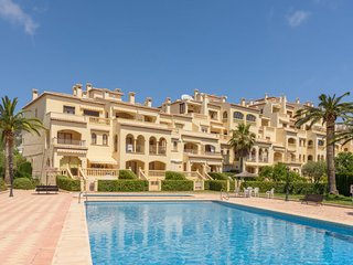 2 bedroom Apartment with Pool, Air Con and Walk to Beach & Shops - 5038948