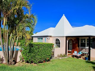 BeachWalkCottage★StepsToPriv.Beach★LrgPool★Near Hamilton