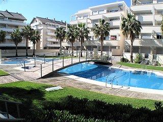 Elegance 19,  modern apartment, near beach & town, Wi-Fi, air con, sleeps 4