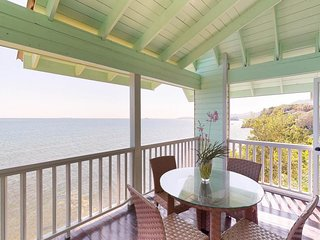 Romantic seaside villa w/ veranda, incredible views & beach access!