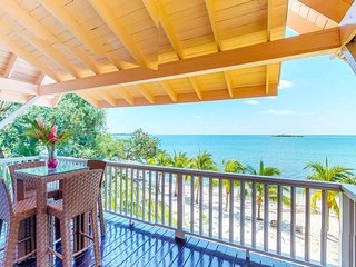 NEW LISTING! Breezy beachfront villa w/veranda, hammock & amazing beach/sea view
