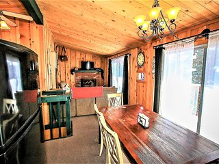 ~Deer's Den~Year Round Bear Mtn Cabin~Walk To Golf & Zoo~