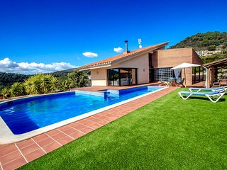 Catalunya Casas: Villa Montbui with mountain views for 8 guests, only 25min to B