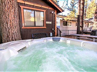 ~Bear Heaven~Newly Renovated~Pet & Family Friendly~Hot Tub~Walk To Lake~