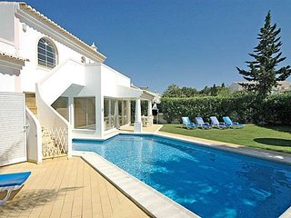 Gale Villa Sleeps 6 with Pool and WiFi - 5238911