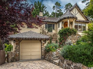 3770 Stone's  Ocean and Town - Updated Fairy Tale English Cottage