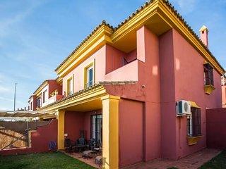 Magnifica casa con 4 habitaciones y estudio independiente en jardin