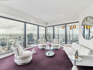 Breath-taking views in semi-penthouse!
