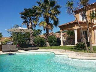 Villa au calme à 10 min à pied de la plage, piscine chauffée ,Golf à proximité
