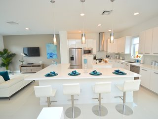 BTSVV OCEAN79-BEACH ACROSS THE STREET! POOL+HOT TUB+SAUNA+GYM+PRIVATE  PATIO+BBQ