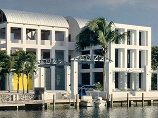 ISLAMORADA RENTAL Waterfront Home THE LEGO HOUSE (MIN 28 Nights) Max 12 guests
