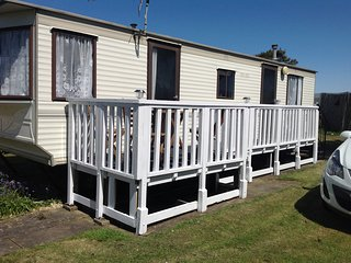 Chapel St Leonards Golden Palm Resort 4 berth, pubs, entertainment, food, swim