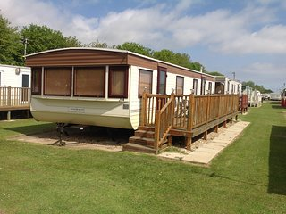 Skegness, Highfields Caravan Park,2 bedroom, spacious, balcony, sleeps 4