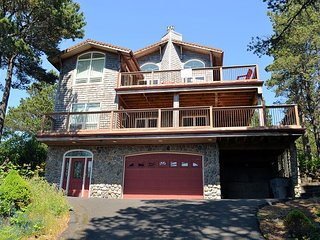 BEACH PINE~MCA 1575~ On the golf course with hot tub and great views.