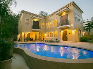 Custom 5 Bedroom 4.5 Bath Home, Private Pool, WiFi, Walk to Beach