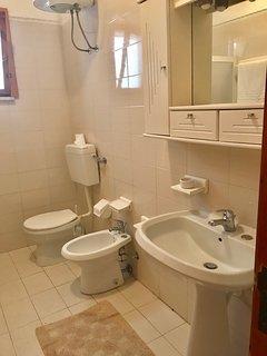Bagno interno con doccia